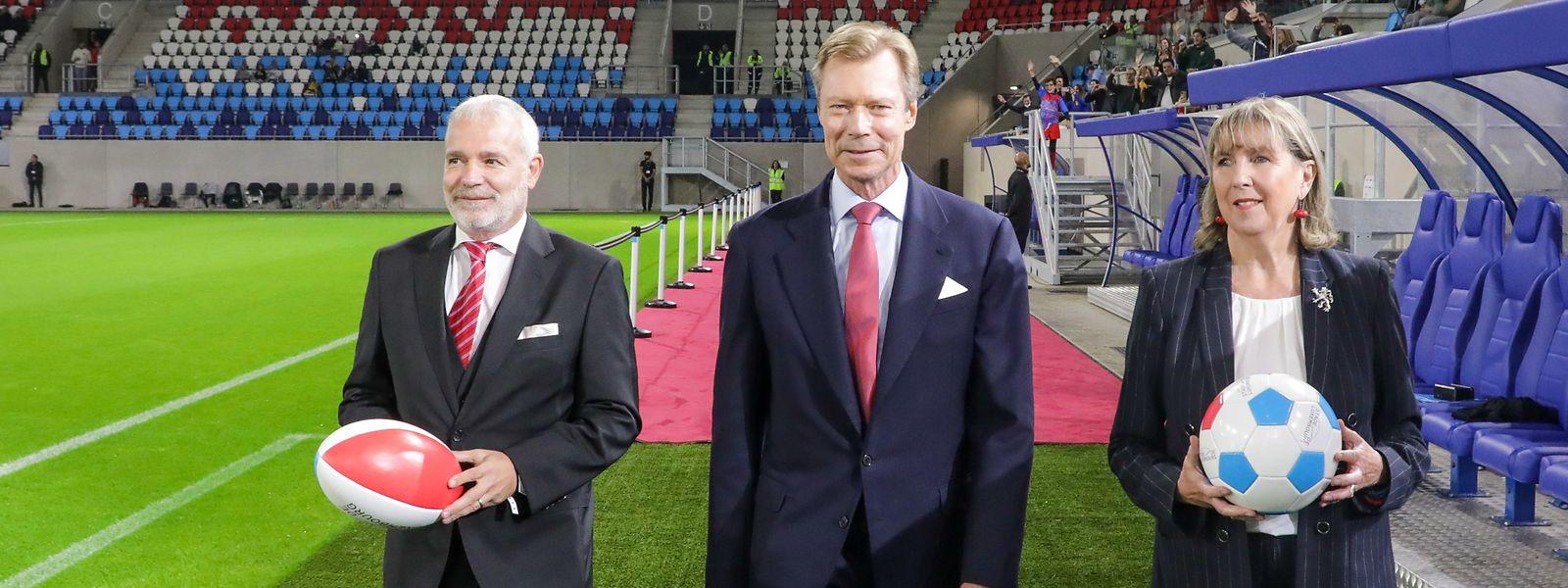 Sportminister Dan Kersch, Großherzog Henri und Bürgermeisterin Lydie Polfer (v.l.n.r.) weihten das Stadion am Samstagabend ein.