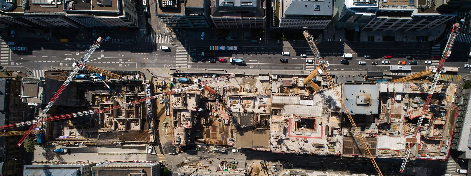 An der Riesenbaustelle des Royal-Hamilius werden die Arbeiten für die Sommerpause kurz niedergelegt.