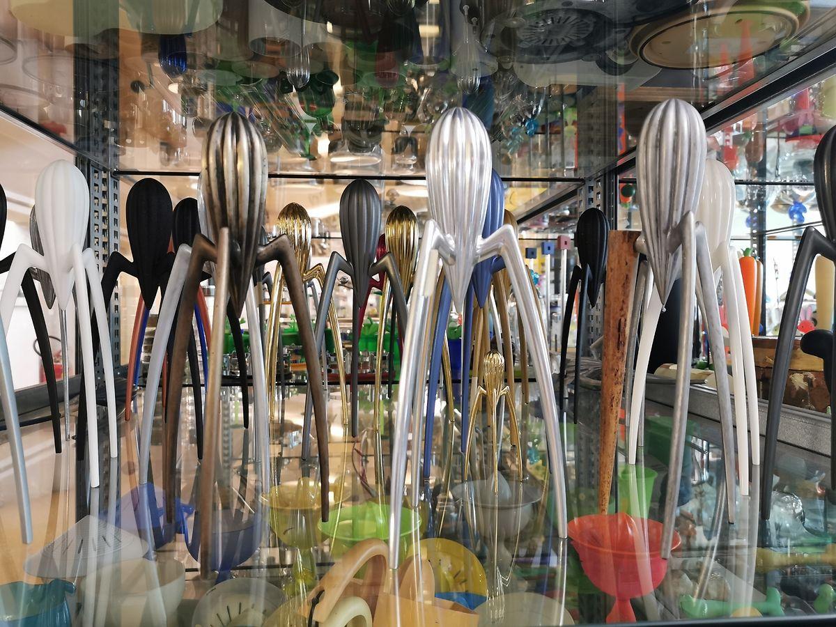 """Schätze im Archiv: Prototypen der von Philippe Starck entworfenen Zitruspresse """"Juicy Salif""""."""