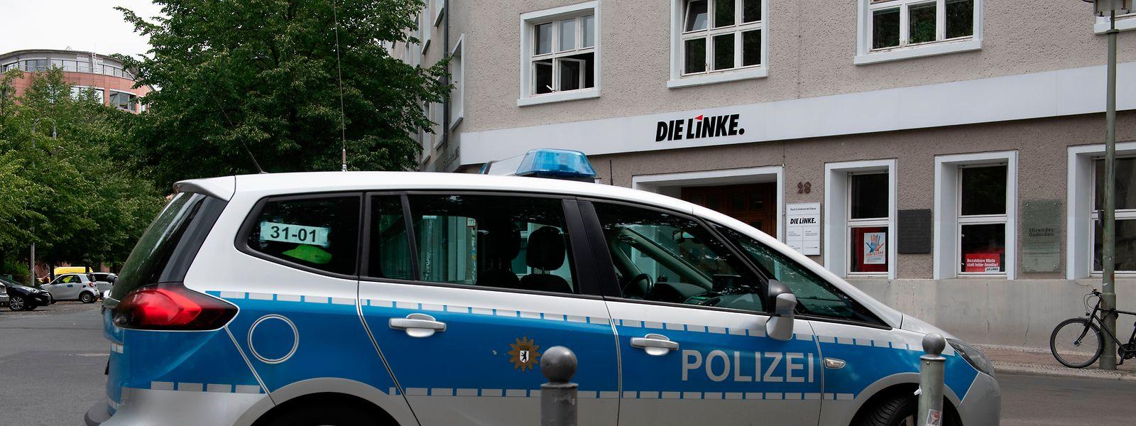 Rund 50 bs 60 Menschen mussten das Karl-Liebknecht-Haus auf Anordnung der Polizei verlassen.