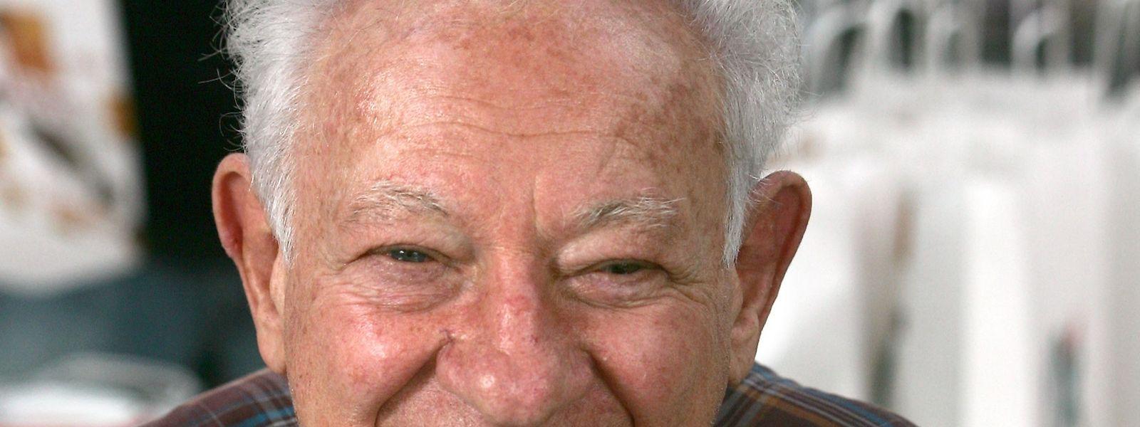 """Der Holocaustüberlebende wurde bekannt mit seinem Erinnerungsroman """"Au nom de tous les miens""""."""