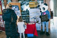 Pour appuyer cette campagne, une mascotte sous forme de panda est là pour inciter les gens à s'engager pour le respect mutuel en ligne.