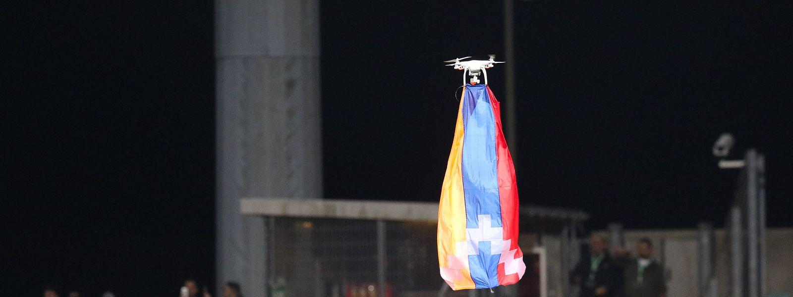 Le drone de la discorde... A son apparition, l'équipe de Qarabag a immédiatement quitté le terrain.