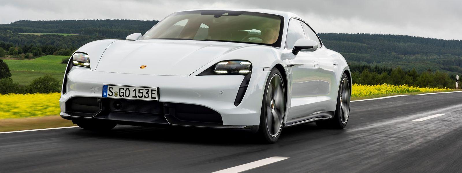 Der Taycan ist optisch auf Anhieb als Mitglied der Porsche-Familie zu erkennen