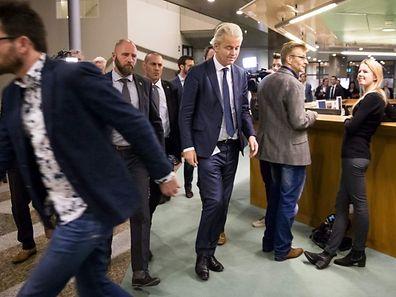 Geert Wilders (Mitte) wird fürs Erste auf Wahlkampfauftritte verzichten.