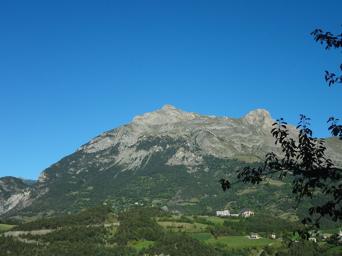 Ein Foto von der Absturzstelle bei Méolans-Revel (Alpes-de-Haute-Provence).