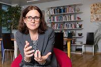 """17.12.2018, Belgien, Brüssel: Cecilia Malmström, die EU-Kommissarin für Handel, gibt in ihrem Büro ein Interview.   (zu dpa """"EU will 2019 weltweit größte Freihandelszone gründen"""" vom 29.12.2018) Foto: Thierry Monasse/dpa +++ dpa-Bildfunk +++"""