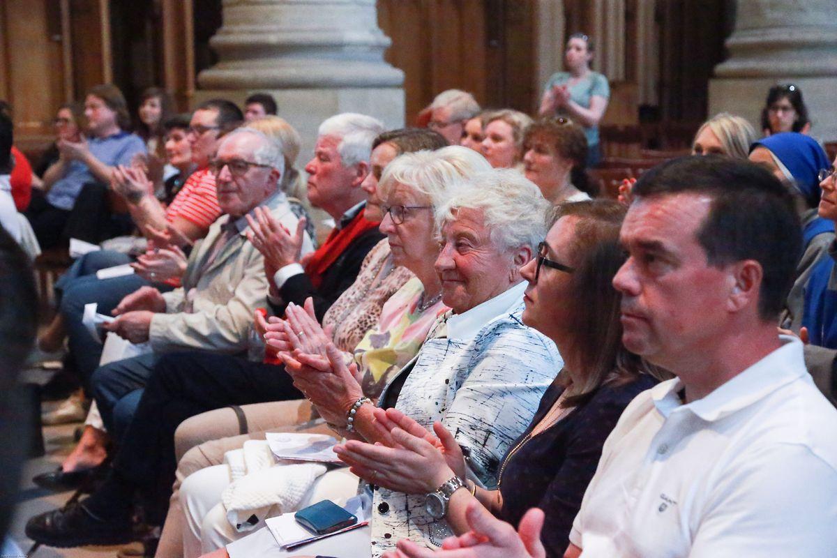 """Nach der Vernissage fand eine Konferenz zum Thema: """"Fallait-il changer le Notre Père?"""" mit Bruder Henri Delhougne osb, Koordinator der liturgischen Bibelübersetzung in die französische Sprache, statt."""