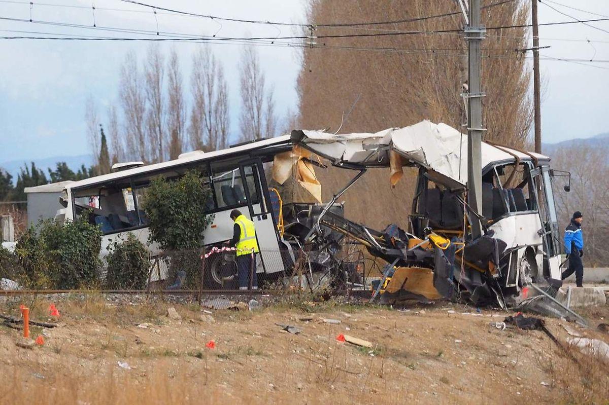 Publié le vendredi 15 décembre 2017 à 15:45 Un autocar scolaire et un train régional sont entrés en collision jeudi 14 décembre au passage à niveau de Millas (Pyrénées-Orientales), faisant cinq morts et quinze blessés parmi les élèves transportés, ainsi que quatre autres blessés. Voici ce que l'on sait.