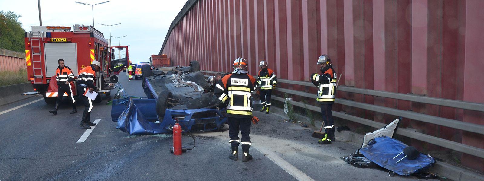 Vier Insassen wurden bei dem Unfall auf der A13 verletzt.