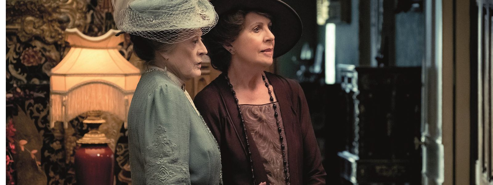 "Highlight der Filmfassung von ""Downton Abbey"" ist das Wiedersehen mit einer umwerfenden Maggie Smith (l.), als Countess of Grantham, und Penelope Wilton in der Rolle der Lady Merton."