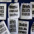 Fotos dos sobreviventes do sismo exibidas num hospital do exército em Katmandu, no Nepal