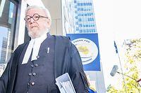Robert Richter, der Anwalt von Kardinal Pell, während einer Pause im Prozess am County Court.