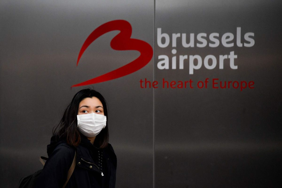 Eine Passagierin am Brüsseler Flughafen Zaventem.