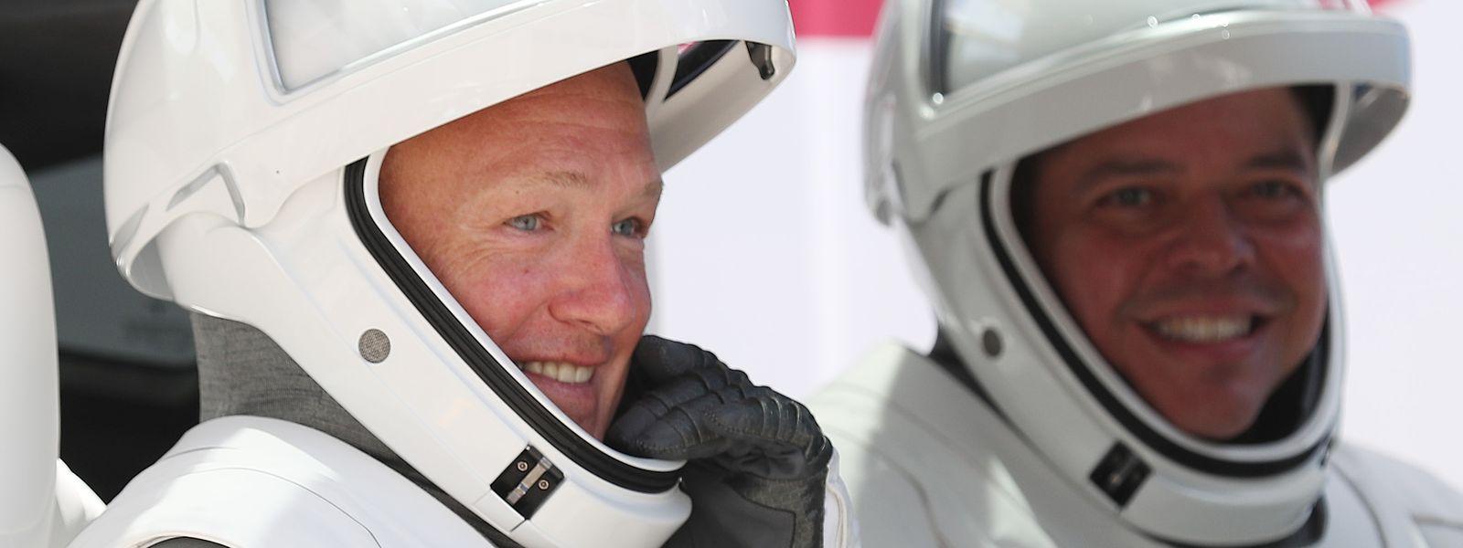 Die Nasa-Astronauten Bob Behnken (r.) und Doug Hurley vor der Abreise am 30. Mai.