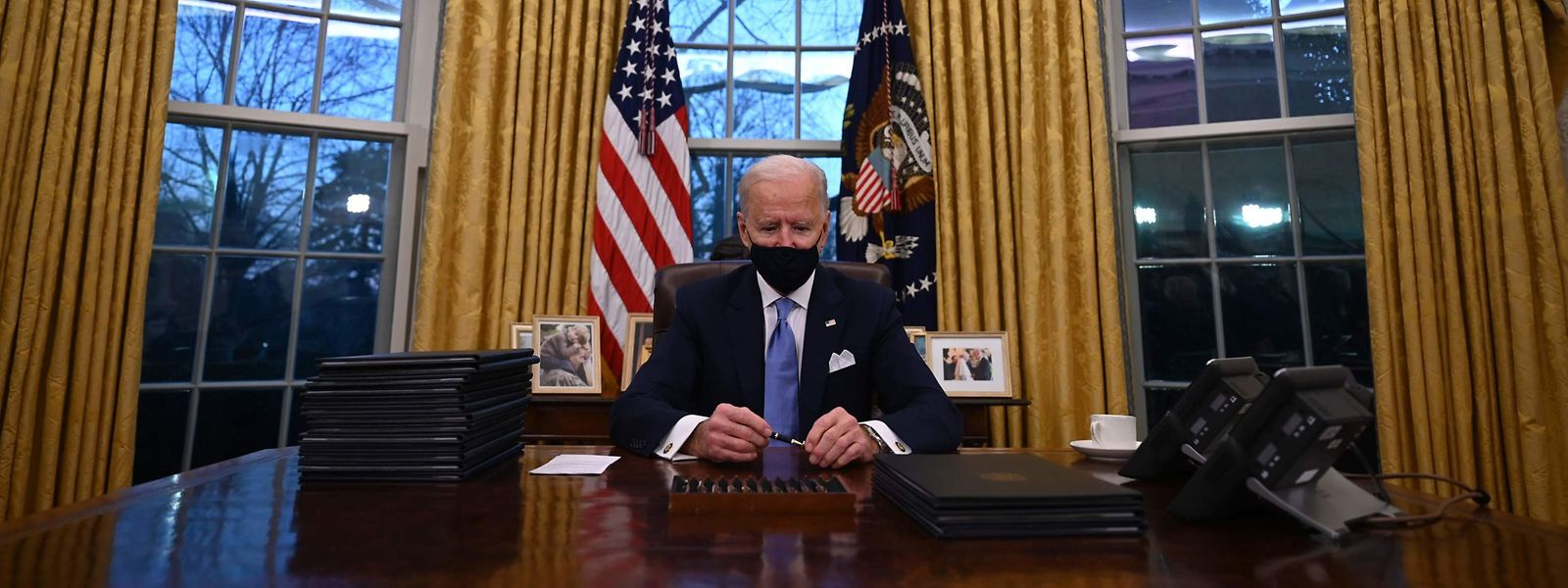 US-Präsident Joe Biden unterschirb bereits am Mittwoch mehrere Dekrete.