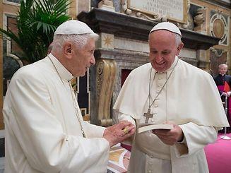 Le pape François a rendu visite dès mercredi dernier à Benoît pour lui souhaiter un bon anniversaire avec quatre jours d'avance.