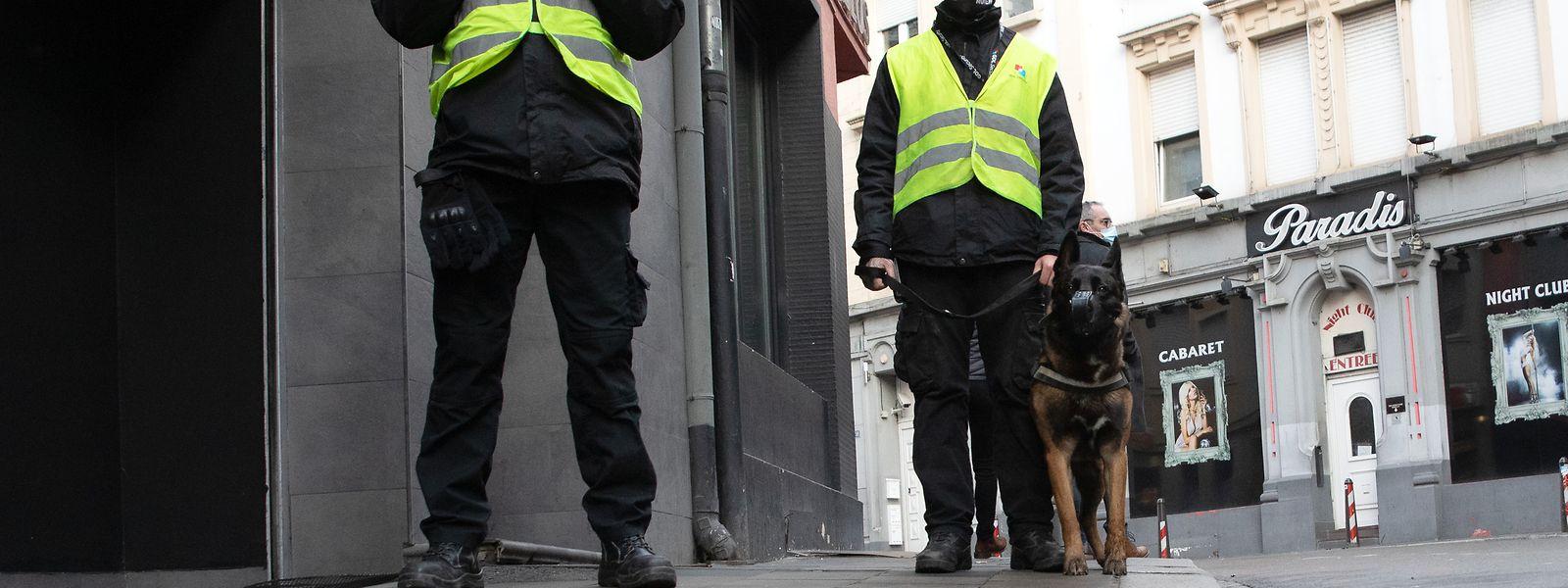 Seit dem 1. Dezember 2020 patrouillieren Wachleute einer privaten Sicherheitsfirma im Bahnhofsviertel.