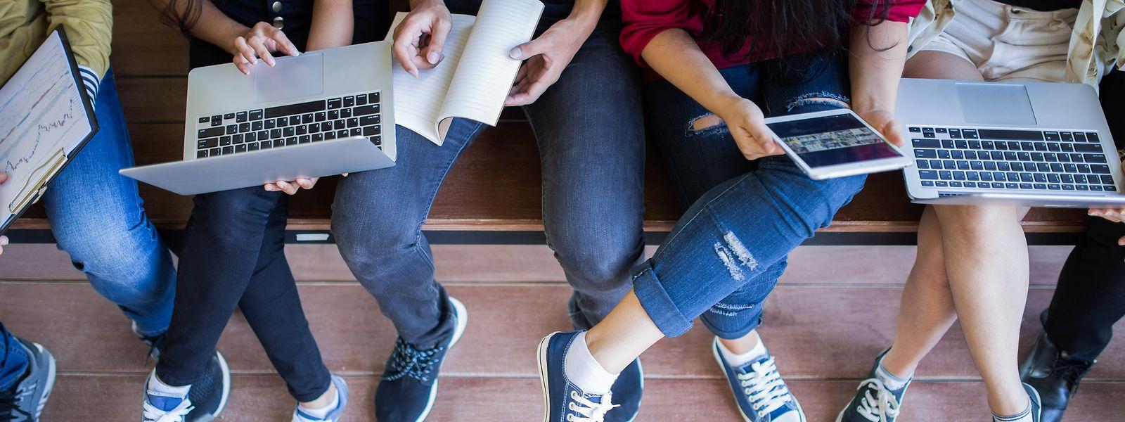 Bon nombre de cours universitaires sont désormais proposés par vidéo. Mais quid des examens?