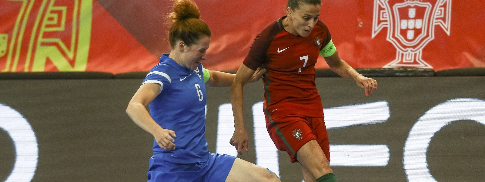 A capitã portuguesa, Ana Azevedo (dta.) foi uma das melhores jogadoras lusas frente à Filândia.
