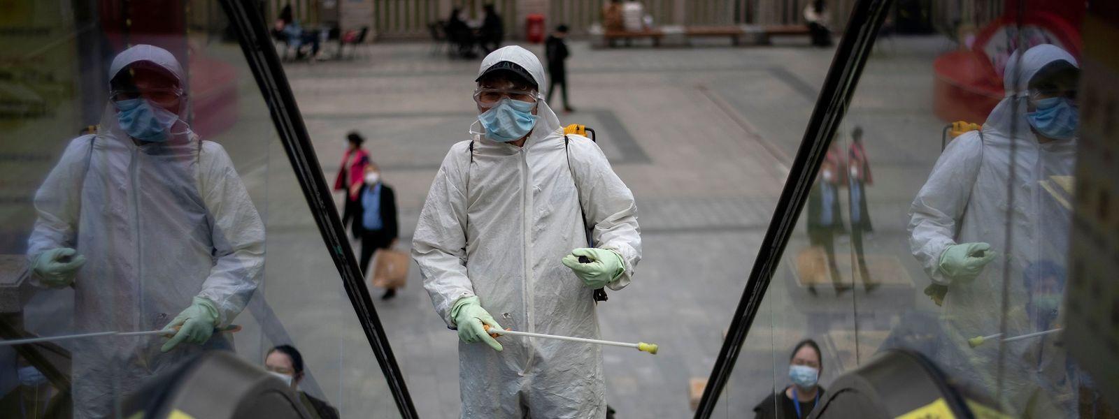 In Ostasien ist man misstrauisch gegenüber Fremden, die das Corona-Virus erneut einschleppen könnten.