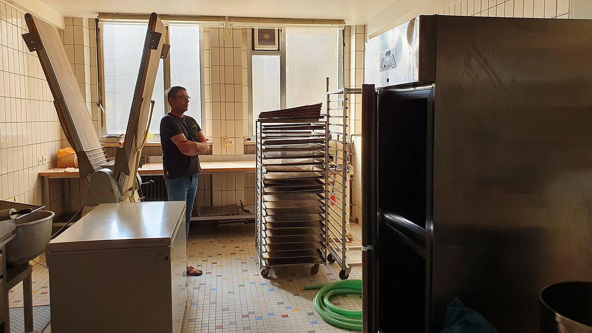 A cozinha da padaria Zehren ficou totalmente destruída. Incluindo o forno industrial que Marc comprou há sete anos e ainda está a pagar. Custou 250 mil euros.