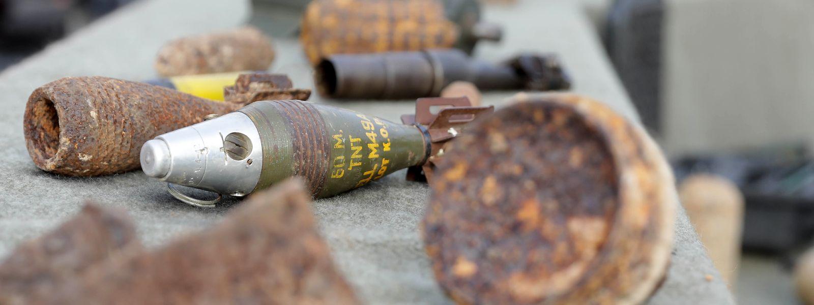"""Durchschnittlich 250 Mal im Jahr müssen in Luxemburg Munitionsreste und Blindgänger aus beiden Weltkriegen geborgen werden – eine tödliche Gefahr für die Soldaten des """"Service de déminage""""."""