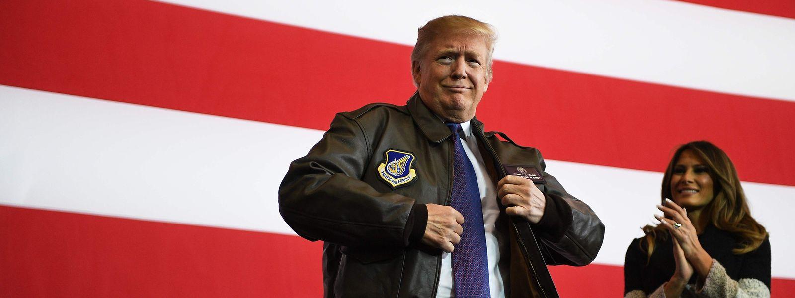 Donald Trump vor einer Rede vor Angehörigen der US Air Force in Japan.