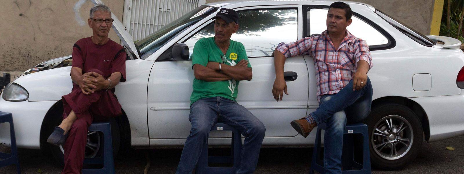Bis zu drei Tagen müssen Menschen in Venezuela anstehen, um Benzin zu tanken.