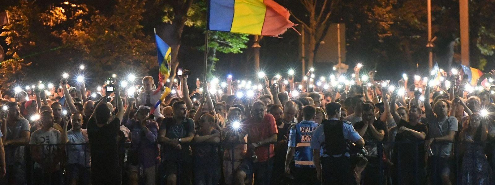 In der Hauptstadt Bukarest wurden 452 Menschen verletzt, unter ihnen 35 Polizisten.