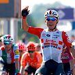 Caleb Ewan a fait aussi bien que Pascal Ackermann. Le sprinter australien de la Lotto a signé ce mercredi sa deuxième victoire d'étape sur le Giro.