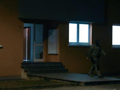 1.10.2016 Luxembourg, Dudelange, Hausdurchsuchung in Düdelingen in 9 rue Foxhiel nach Autoexplosion heute Morgen in Bergem, nur für Online  photo Anouk Antony