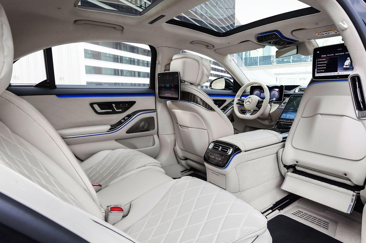 Im Interieur hat Mercedes-Benz den automobilen Luxus nochmals neu interpretiert.