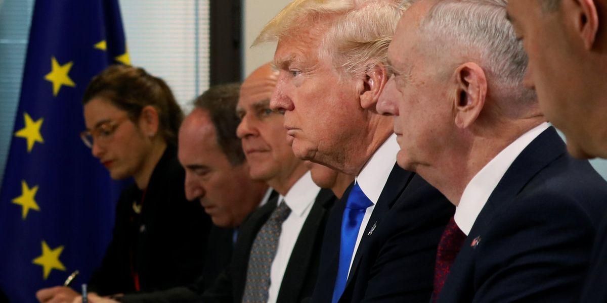 Cette première rencontre entre le président américain et les principaux dirigeants de l'Union européenne a duré environ une heure et demie.