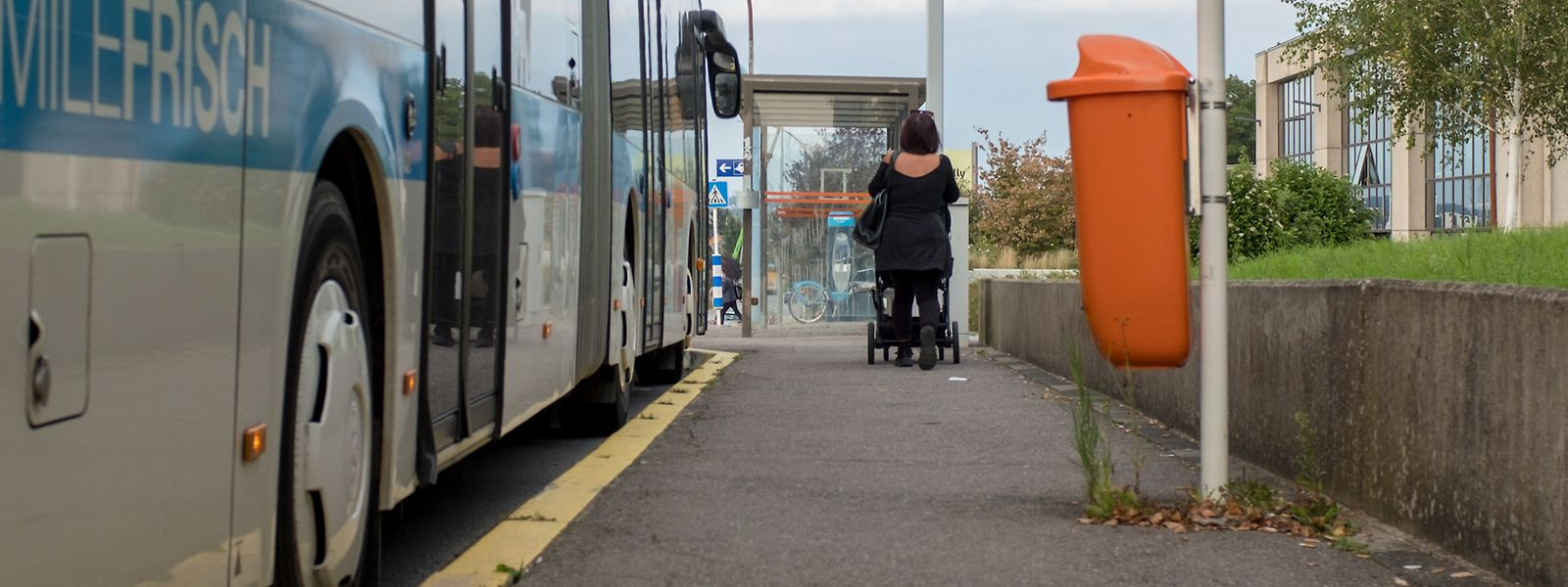 An 93 Prozent der Bushaltestellen fehlt der Leitstreifen für Sehbehinderte.