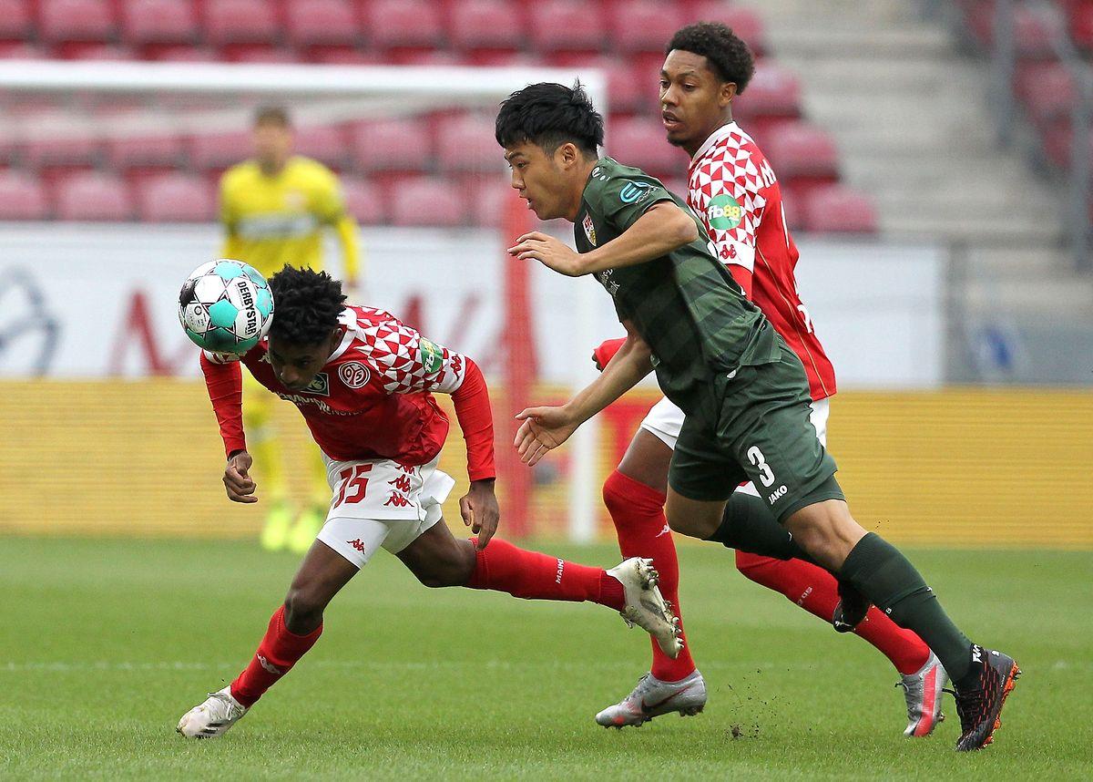 Leandro Barreiro Martins (l., gegen Stuttgarts Wataru Endo) und Mainz müssen weiter auf den ersten Sieg warten.