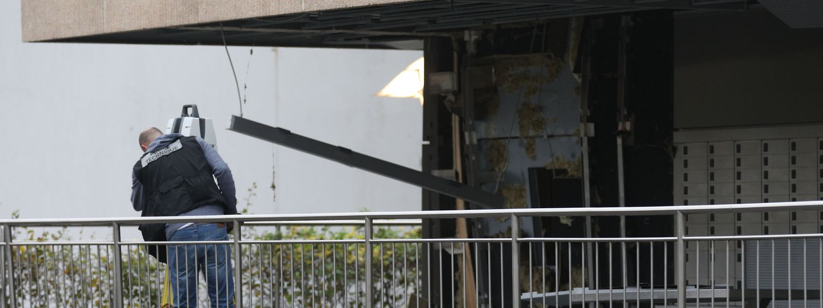 An der Postfiliale entstand beträchtlicher Sachschaden.