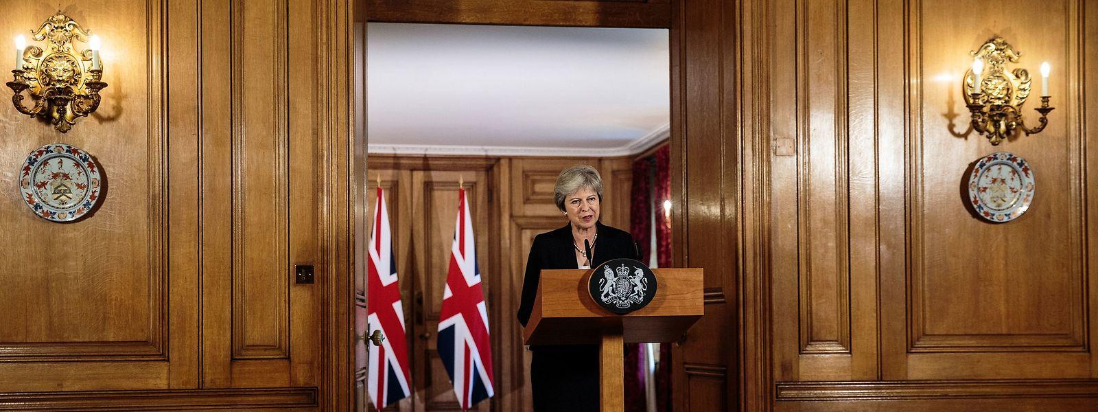 Theresa May, Premierministerin von Großbritannien, spricht nach dem informellen EU-Gipfel in Salzburg, in der Downing Street.