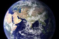 """ARCHIV - 16.06.2016, ---: Eine NASA-Aufnahme zeigt die östliche Hemisphäre der Erdkugel. (zu dpa: """"Leben auf Pump ab Montag - Erdüberlastungstag immer früher im Jahr"""") Foto: -/Nasa/Goddard Space Flight Center/dpa +++ dpa-Bildfunk +++"""