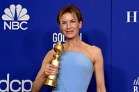 BEVERLY HILLS, CALIFORNIA - JANUARY 05: Ren�e Zellweger, winner of Best Performance by an Actress in a Motion Picture Drama, poses in the press room during the 77th Annual Golden Globe Awards at The Beverly Hilton Hotel on January 05, 2020 in Beverly Hills, California.   Kevin Winter/Getty Images/AFP == FOR NEWSPAPERS, INTERNET, TELCOS & TELEVISION USE ONLY ==