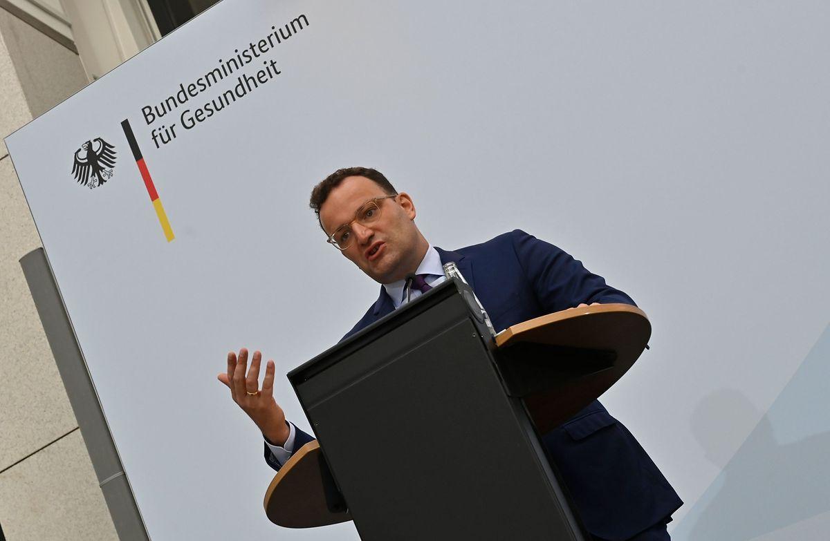 Der deutsche Bundesgesundheitsminister Jens Spahn hielt am Donnerstag eine Pressekonferenz.
