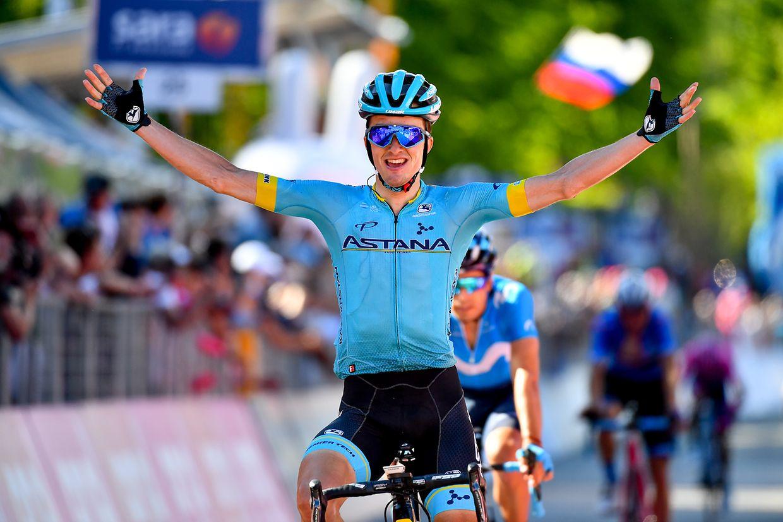 Pello Bilboa (E/Astana) gewinnt die 20. Etappe der Giro d'Italia von Feltre nach Croce d'Aune (Monte Avena) über 194km.