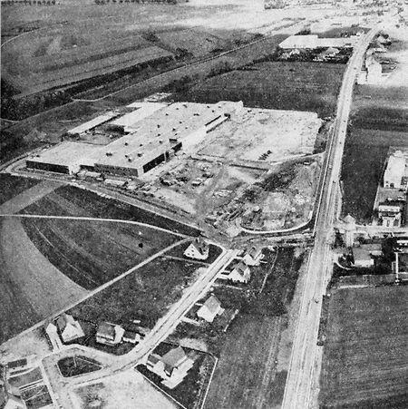Image étonnante que cette vue de la route d'Arlon en 1974, méconnaissable en comparaison avec l'urbanisation actuelle.