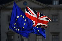 Eu and Union Flags fly outside the Houses of Parliament in London on March 14, 2019 as members debate a motion on whether to seek a delay to Britain's exit from the EU. - MPs vote on March 14 on whether to seek a Brexit delay, as the chaotic process to end Britain's 46-year membership of the EU plunges the country into deep political crisis. (Photo by BEN STANSALL / AFP)
