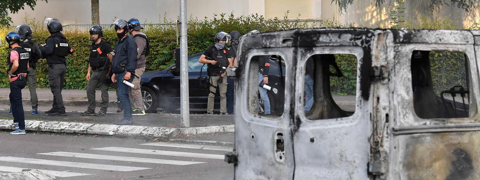 Es kam zu kriegsähnlichen Zuständen in Grésilles, einem Vorort der Stadt Dijon.