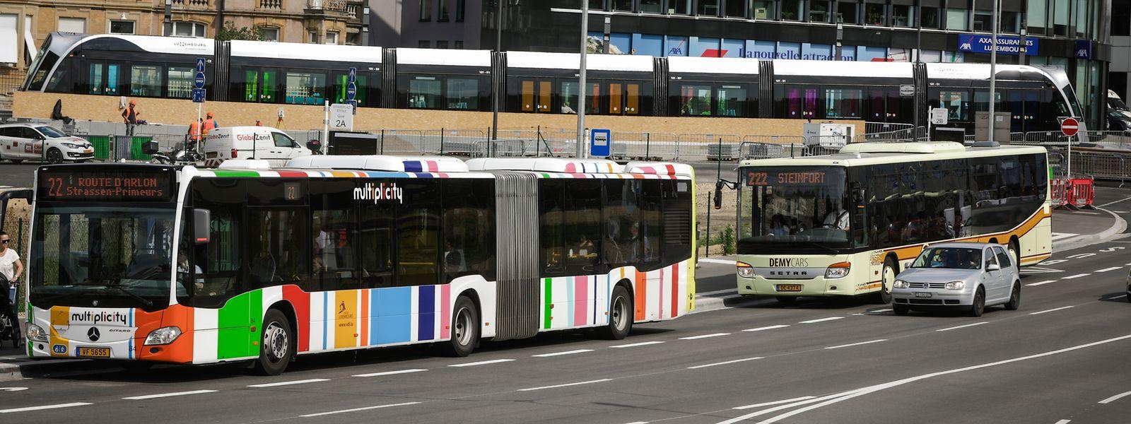 Auf der Stäreplaz können RGTR-Passagiere auf die Tram Richtung Kirchberg sowie auf städtische Buslinien in Richtung Hauptbahnhof umsteigen. Bis 2020 soll die Straßenbahn von dort aus auch bis zu Gare centrale fahren.