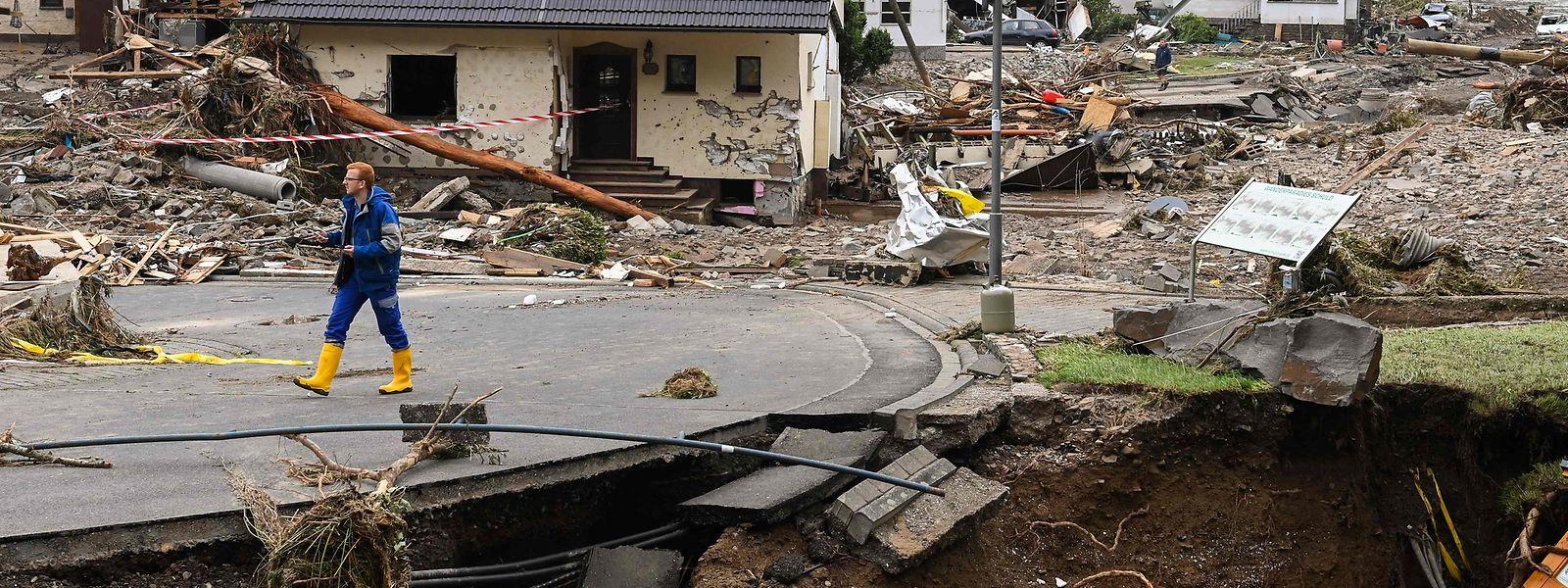 Infolge der Unwetter wurde der kleine Eifelort Schuld arg in Mitleidenschaft gezogen. Der Wasserpegel hatte zeitweise 7,87 Meter erreicht - nach 3,60 Metern beim letzten Hochwasser.