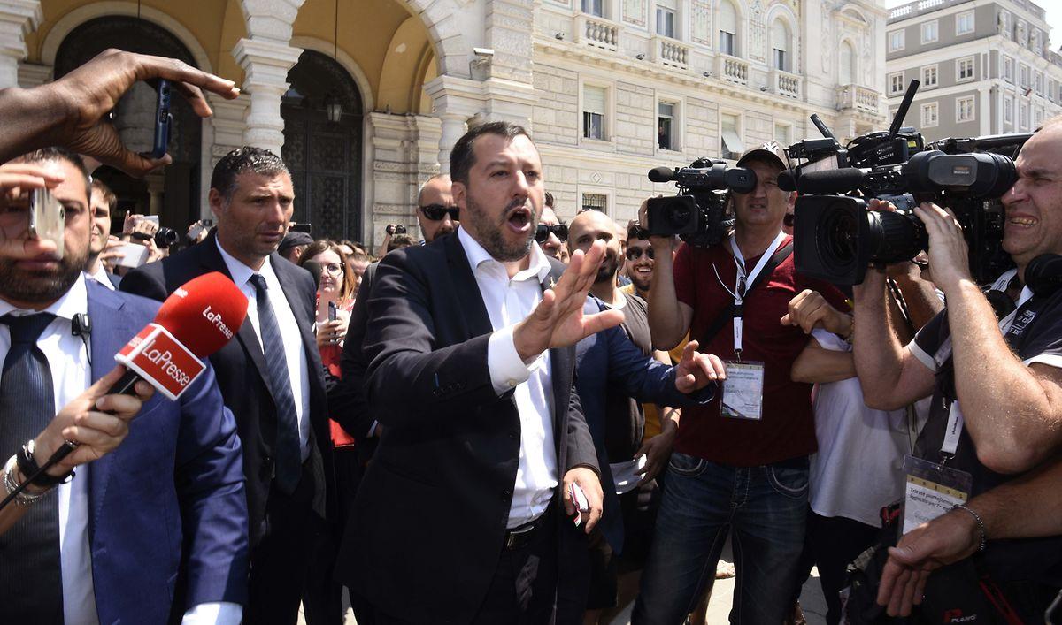 Italiens Innenminister Matteo Salvini (Mitte) tönte vor der Wahl, Europa brauche keinen Verteilugnsschlüssel für Flüchtlinge. Jetzt will er trotzdem einen.