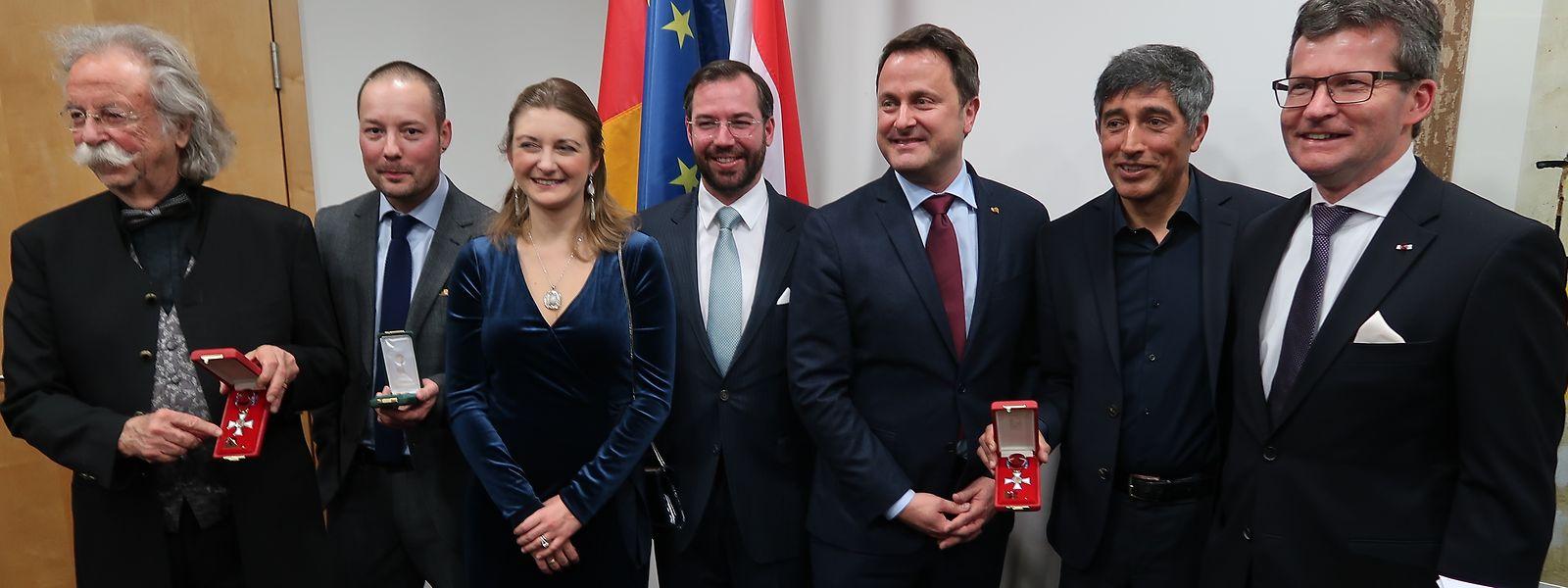 Photo de groupe de la cérémonie: Jean Pütz, Tom Hillenbrand, la princesse Stéphanie, le prince Guillaume, le Premier ministre Xavier Bettel, Ranga Yogeshwar et l'ambassadeur du Luxembourg à Berlin, Jean Graff.