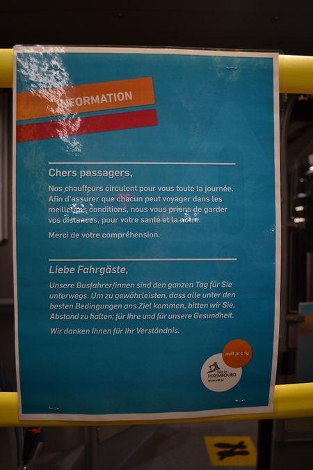 Diese Informationen hängen in jedem hauptstädtischen Bus.